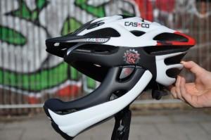 Seitliches Profil des Casco Viper MX mit montiertem Kinnbügel.