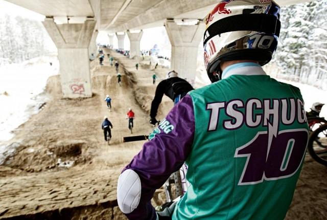 Tschugg unter der Brücke - Foto: maloja
