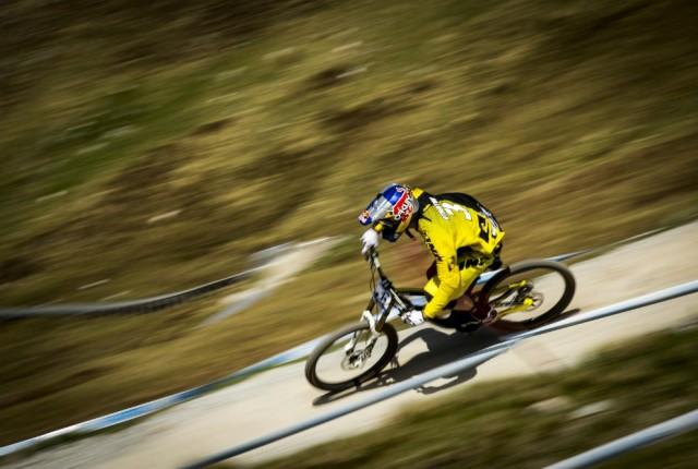 Gee Atherton auf Siegkurs - Foto: Sven Martin / Red Bull Content Pool