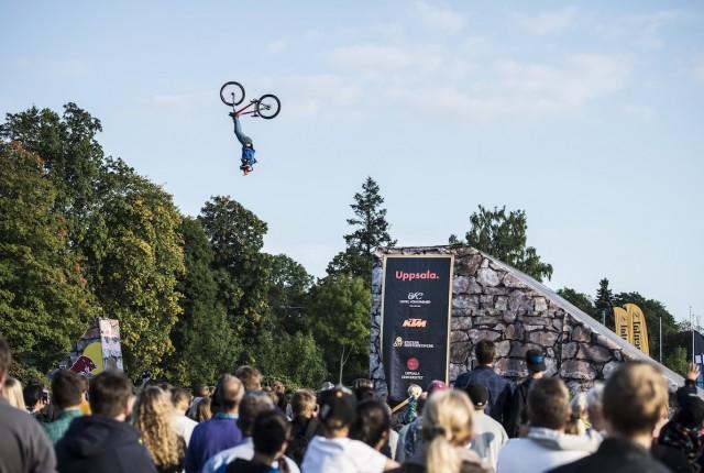 Antoni Villoni beim Backflip Cliffhanger!
