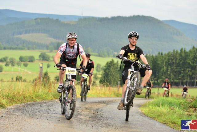 Foto: Ridefirst-Coach Marc Brodesser & Vater - by Sportograf.de